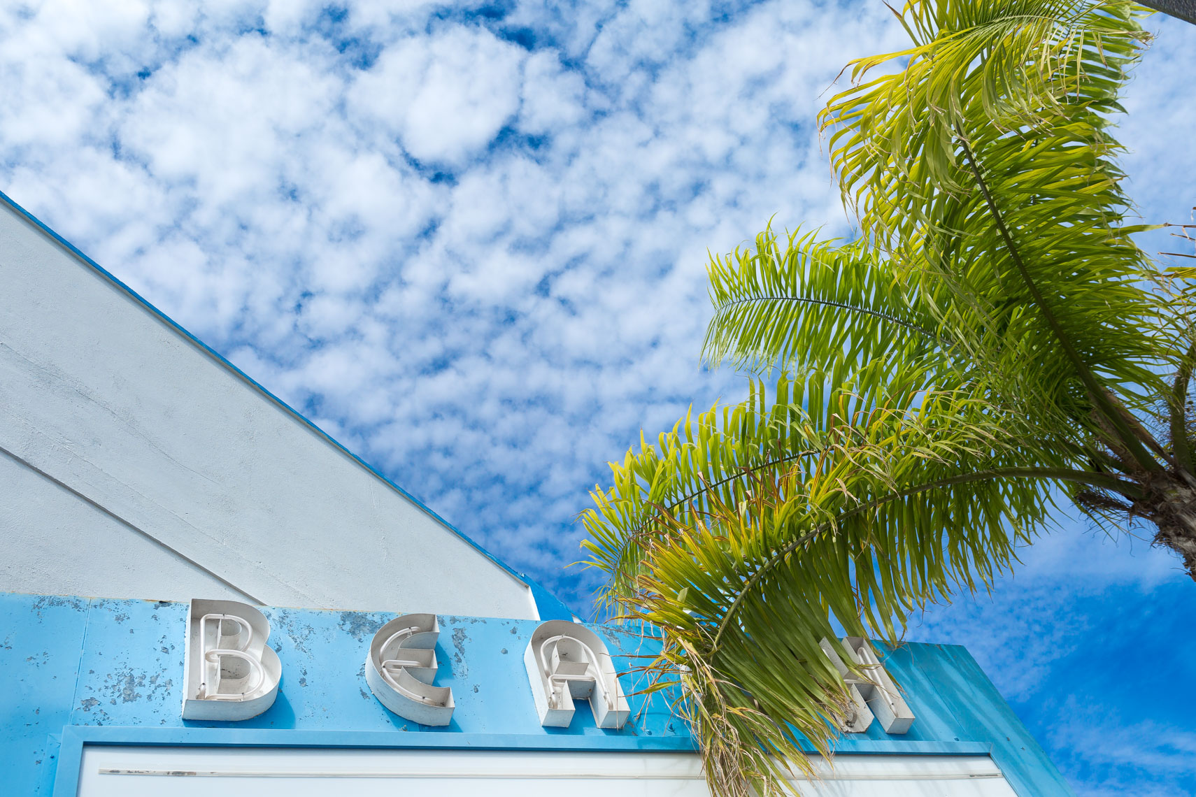 blue sky behind building in florida, shot by Steven P. Widoff, editorial, lifestyle and advertising commercial photographer in Tampa, Florida.